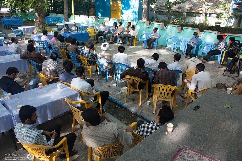برگزاری کارگاه های آموزشی با فضای آزاد پرسش و پاسخ پیرامون مسائل جهان اسلام